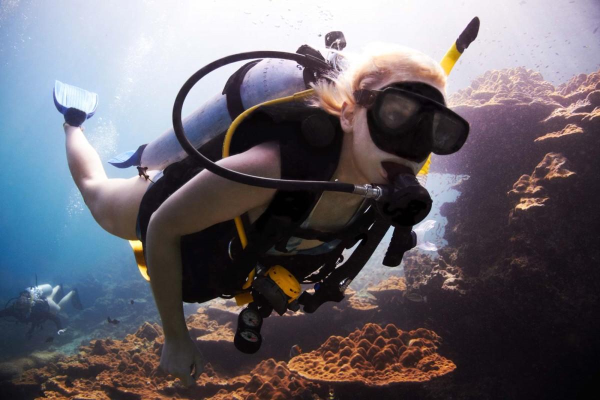 woman-scuba